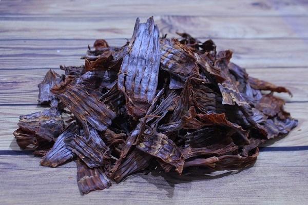 Với các sản vật rừng như măng khô, nấm...cần chế biến kĩ để loại bỏ tạp chất, độc tô. Ảnh: Nhân vật cung cấp