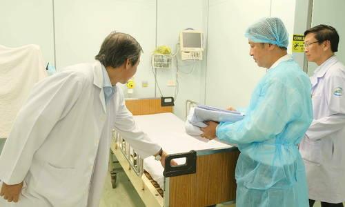 Nhân viên y tế không nghỉ Tết ứng phó viêm phổi Vũ Hán