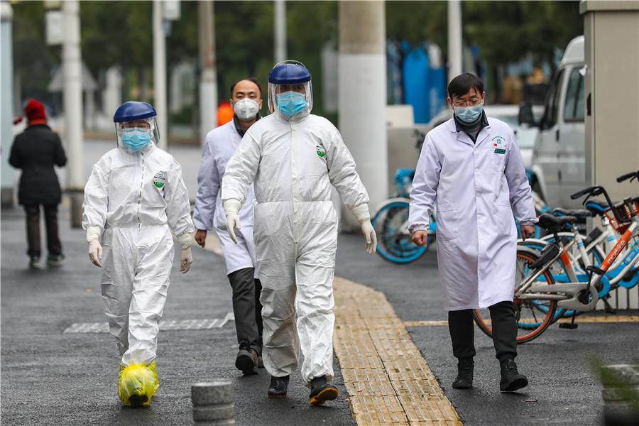 Đội cứu thương Vũ Hán làm việc quần quật
