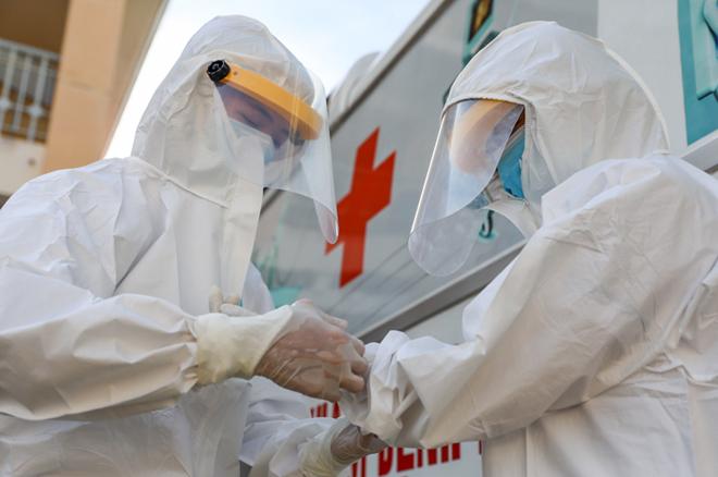 Các chuyên gia y tế tại bệnh viện dã chiến ở TP HCM. Ảnh: Như Quỳnh.