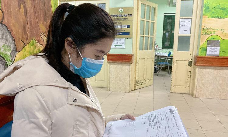 Phạm Thu Hà đến khám tại Bệnh viện Hữu nghị Việt Đức ngày 13/2. Ảnh: Bệnh viện cung cấp.