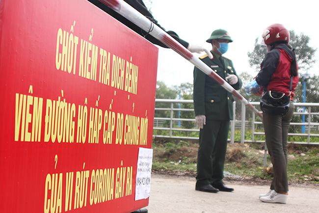 Chốt kiểm soát tại xã Sơn Lôi thuộc huyện Bình Xuyên, Vĩnh Phúc. Ảnh: Hoàng An.