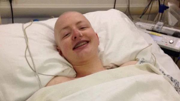 Beth Dinsley mắc ung thư buồng trứng từ năm 19 tuổi.