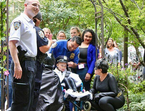 Aniya được công nhận là sĩ quan danh dự của Sở cảnh sát New York vào ngày cuối cùng ở bệnh viện.