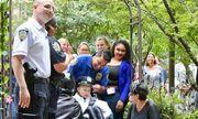 Bé gái ung thư thực hiện giấc mơ trở thành sĩ quan