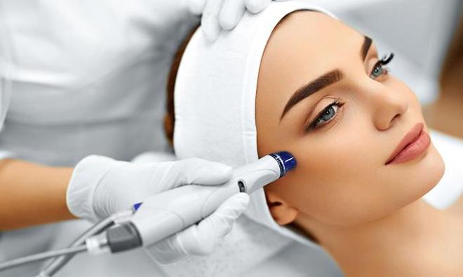 Mỹ phẩm chất lượng dưới tác động của công nghệ thẩm thấu sâu hơn vào làn da, giúp chăm sóc từ sâu bên trong.