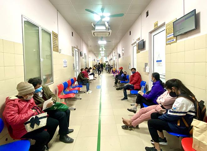 Khu vực khám bệnh tại Bệnh viện Đại học Y Hà Nội vắng vẻ lúc 10h sáng 17/2. Ảnh: Thùy An