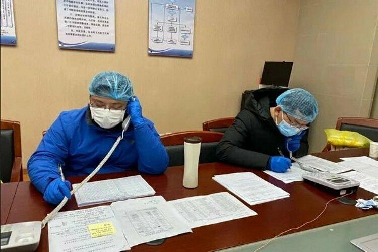 Các tình nguyện viên y tế chống dịch tại Vũ Hán. Ảnh: SCMP