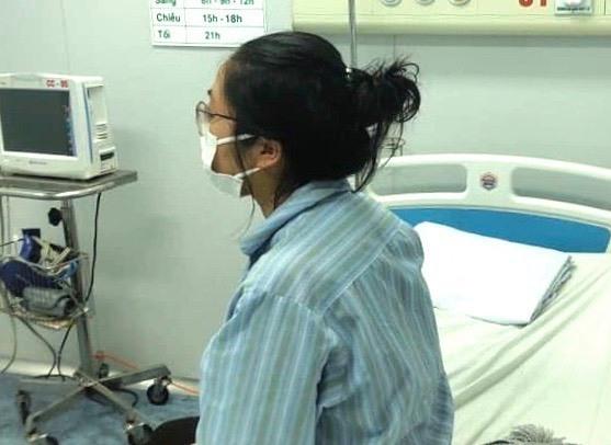 Bệnh nhân Nhụng tại Bệnh viện bệnh Nhiệt đới Trung ương chiều 7/3. Ảnh: Đ.A.
