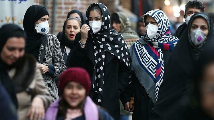 Người dân tại khu vựcGrand Bazaar của Tehran, Iran đeo khẩu trang để phòng ngừa dịch Covid-19. Ảnh: Reuters