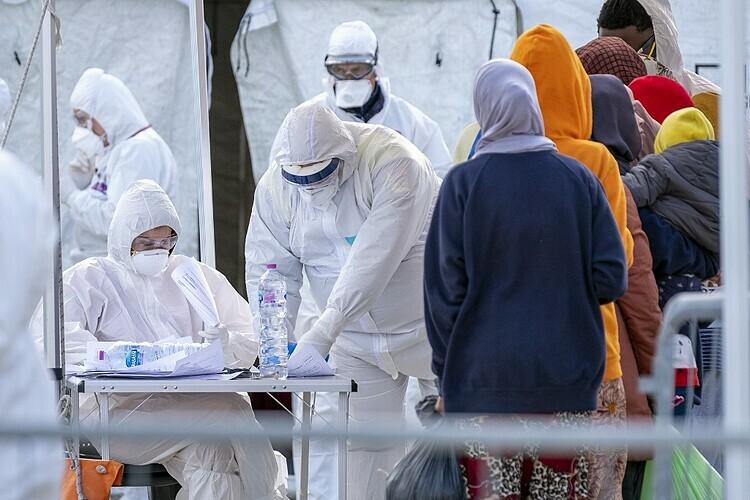 Các bác s? t?i H?i Ch? th?p ?? Italy vào ngày 27/2. ?nh: AFP
