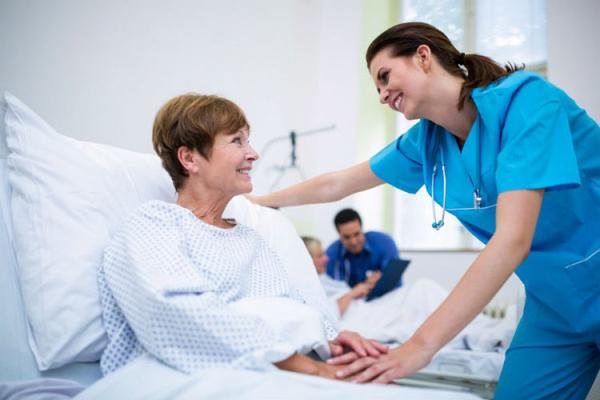 Người bệnh ung thư thường bị mất ngủ vì lo lắng, căng thẳng trong quá trình điều trị. Ảnh minh họa