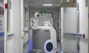 Bác sĩ Trung Quốc dùng công nghệ cao giảm nguy cơ lây nhiễm