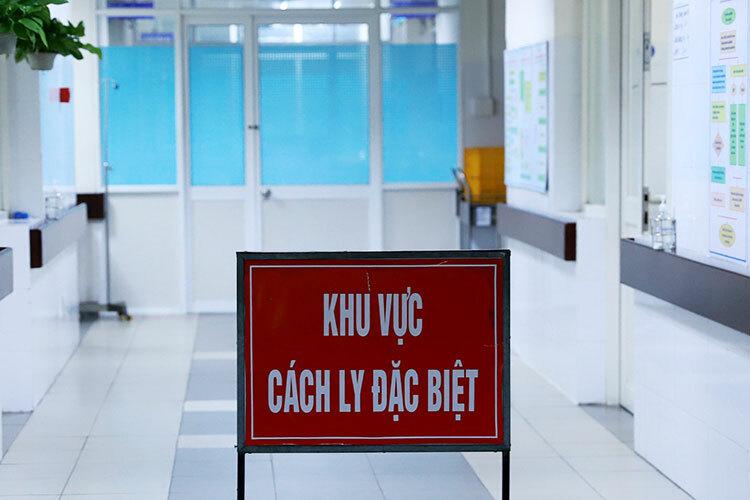 Ba bệnh nhân dương tính ở Đà Nẵng đang được điều trị tại Khoa Y học nhiệt đới (Bệnh viện Đà Nẵng). Ảnh: Nguyễn Đông.