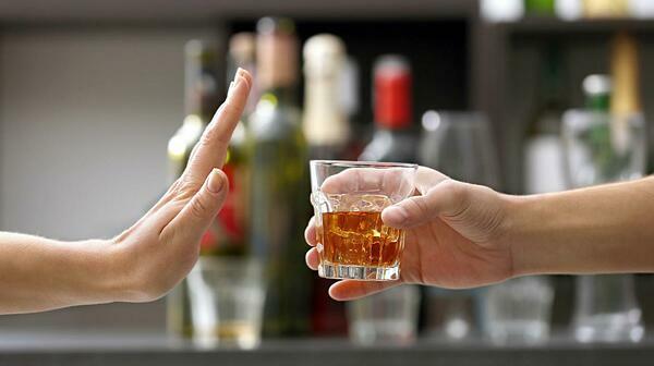 Rượu làm tăng nguy cơ mắc các bệnh ung thư như khoang miệng, thanh quản, thực quản, gan, ruột kết... Ảnh: CNN Chile