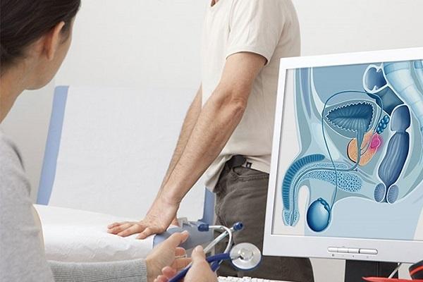 Để điều trị ung thư tuyến tiền liệt có thể phẫu thuật, hóa trị hoặc xạ trị tùy theo chỉ định của bác sĩ. (Ảnh: Cancer.gov)