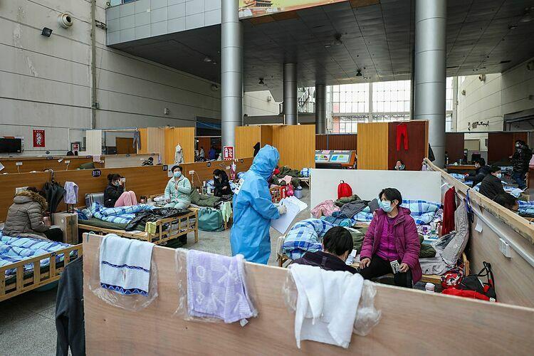 Bệnh viện dã chiến được dựng lại từ Nhà thi đấu Tazihu ở Vũ Hán ngày 21/2. Ảnh:Barcroft Media