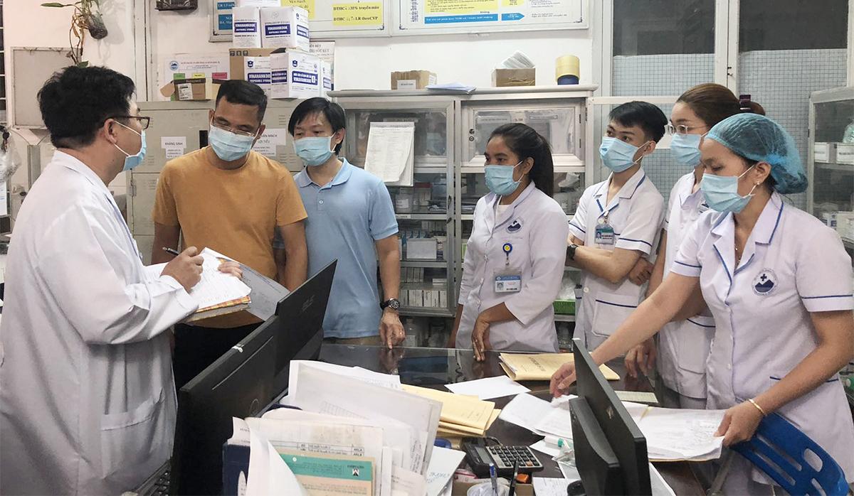 ác bác sĩ Bệnh viện Chợ Rẫy làm việc tại Tây Ninh ngày 23/3. Ảnh do bệnh viện cung cấp.