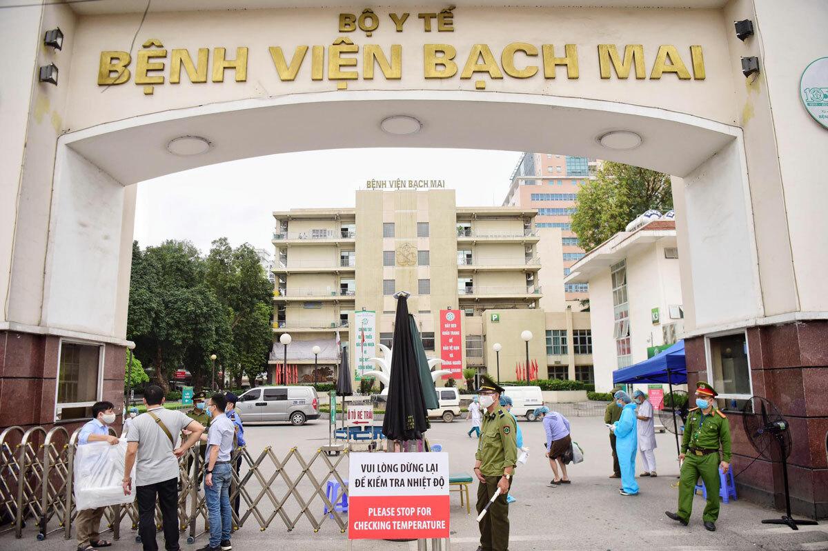 Bệnh viện Bạch Mai sáng 28/3 đã dừng tiếp nhận bệnh nhân. Ảnh: Giang Huy.