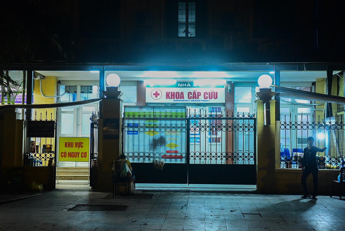Bệnh viện Xanh Pôn vắng bệnh nhân, tối 29/3. Ảnh: Giang Huy.