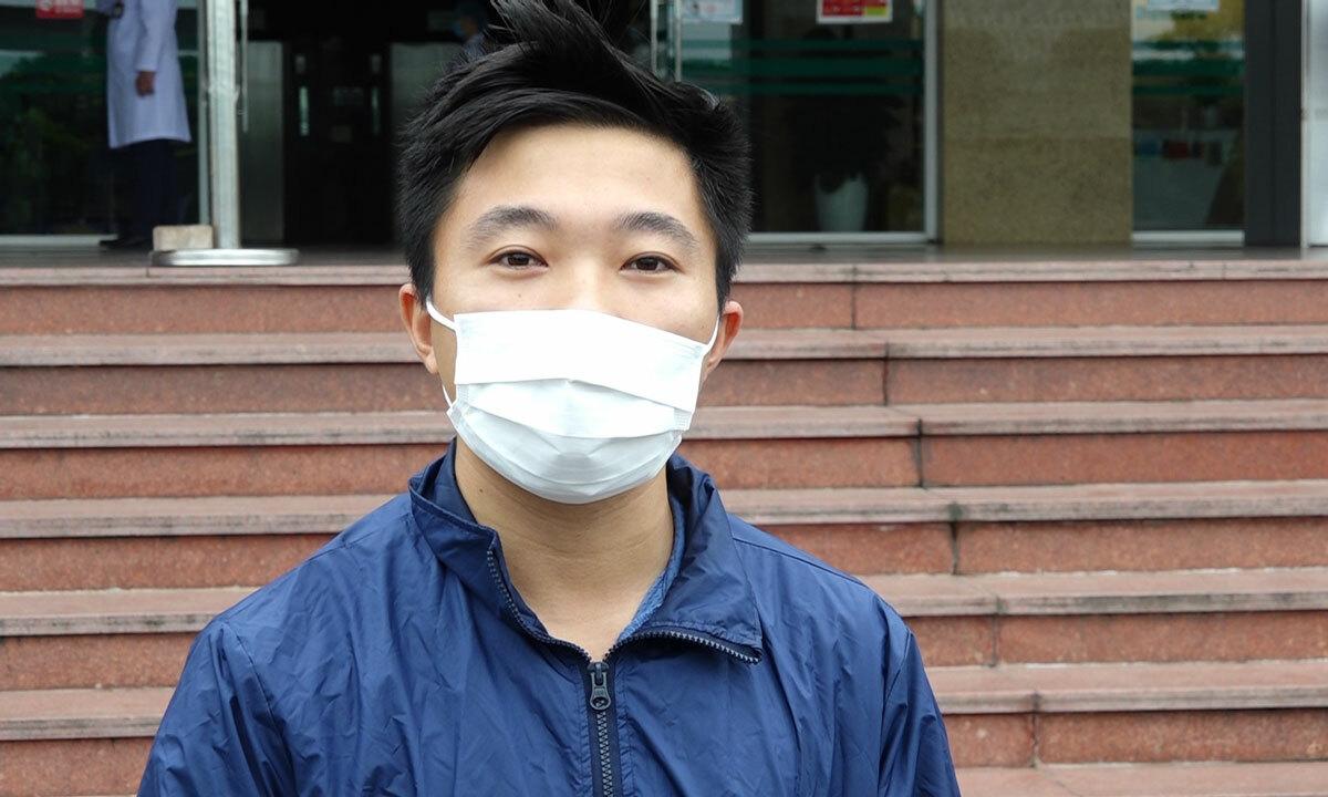 Bùi Cẩm Phogn trong buổi lễ tại Bệnh viện Bệnh nhiệt đới Trung ương ngày 30/3. Ảnh: Chi Lê.