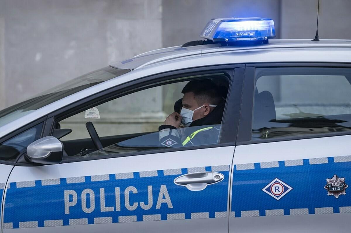 Cảnh sát Anh đeo khẩu trang khi làm nhiệm vụ ngày 31/3. Ảnh: AFP