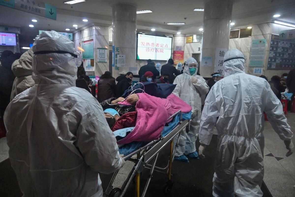 Một bệnh viện tại Vũ Hán hồi tháng 2 khi Covid-19 trong thời kỳ cao điểm ở Trung Quốc. Ảnh; AFP