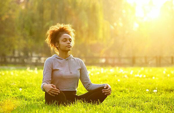 Hít thở đặc biệt là một bài tập giúp người bệnh thư giãn, giảm bớt căng thẳng khi điều trị ung thư. Ảnh: Getty Images