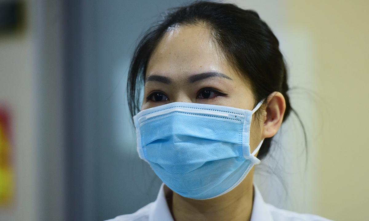 Điều dưỡng Ngọc công tác tại bệnh viện Bạch Mai hơn 7 năm. Ảnh: Giang Huy