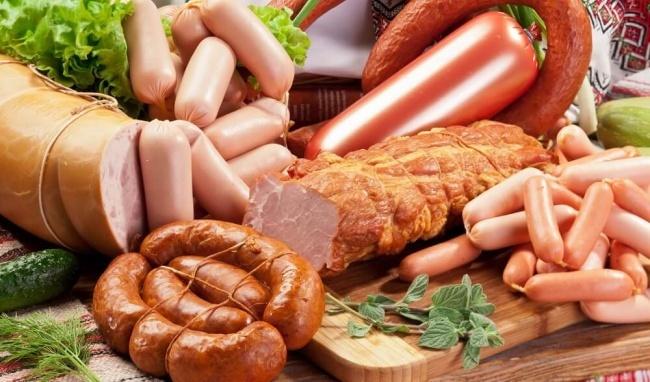 Bệnh nhân ung thư dạ dày nên hạn chế sử dụng đồ ăn đóng hộp, thực phẩm chế biến sẵn.