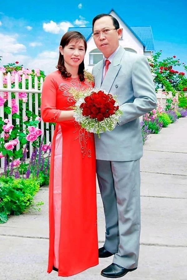 Tác giả Trần Xuân Chín và vợ.