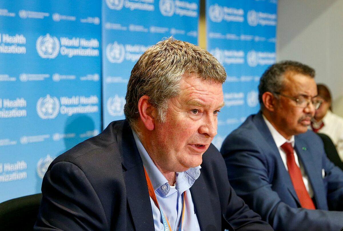 Tiến sĩMike Ryan, giám đốc chương trình y tế khẩn cấp của WHO trong cuộc họp tại thành phố Geneva, Thụy Sĩ. Ảnh: Reuters