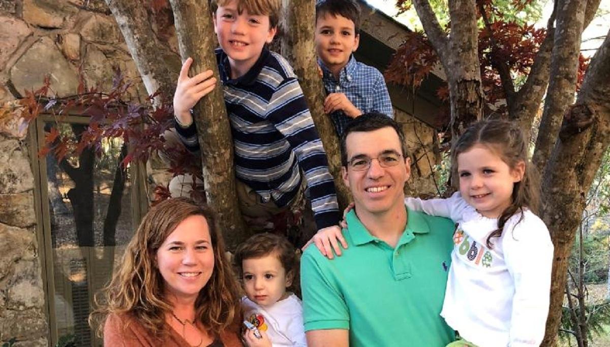 Doanh nhânJohn Gentile cùng gia đình. Ảnh: CNN