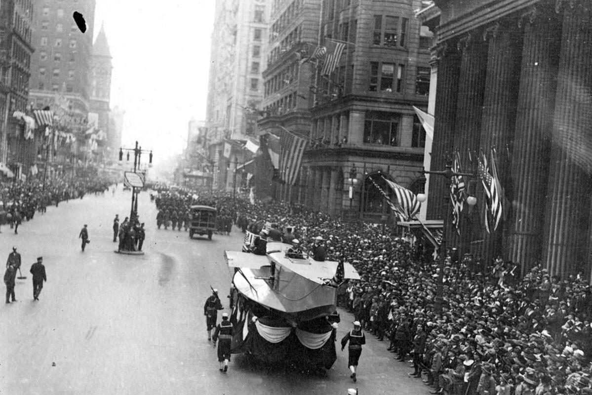 Buổi diễu hành tại thành phốPhiladelphia, Mỹ ngày 28/9/1918. Ảnh:AP