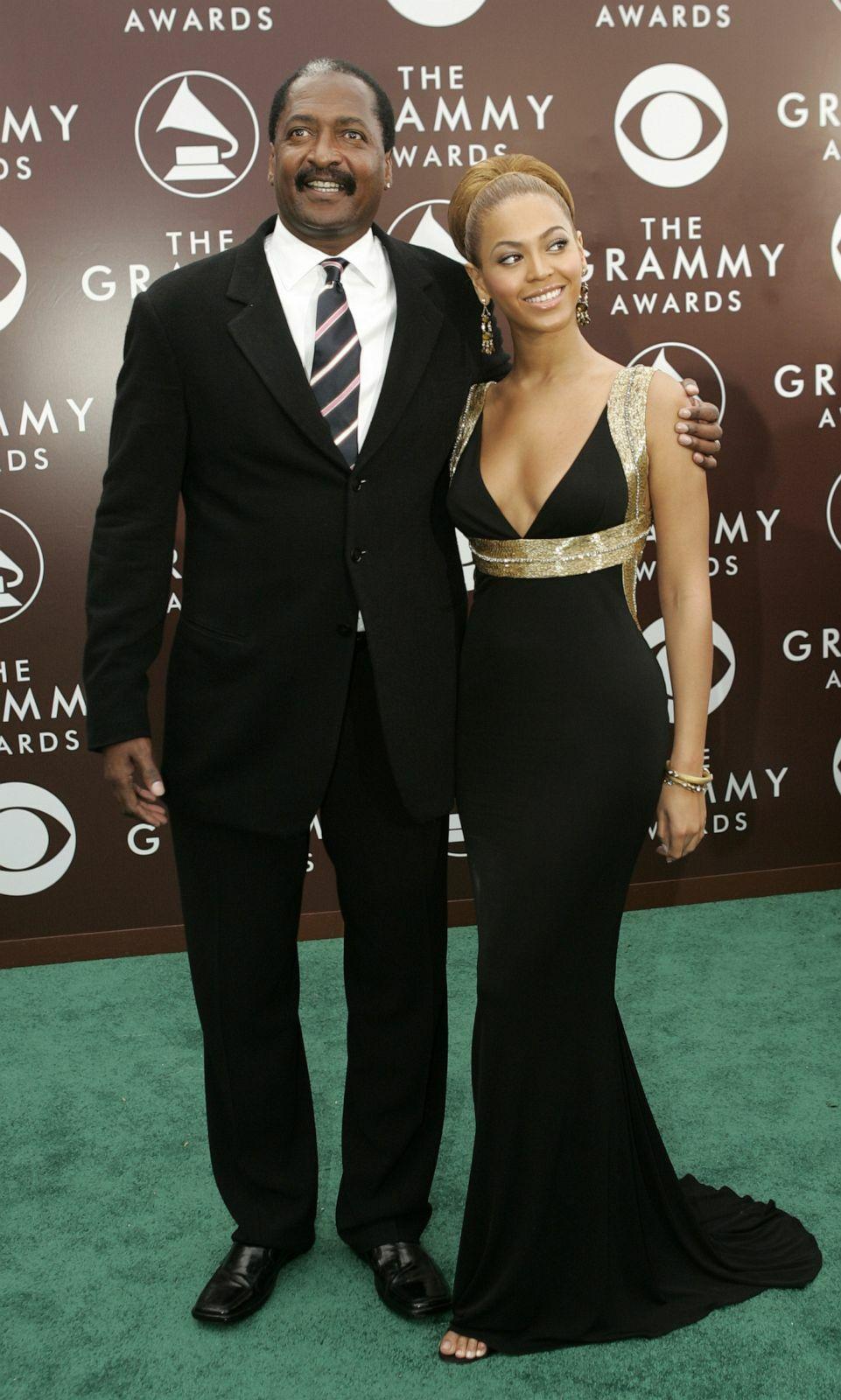 Mathew Knowles cùng con gái - ca sĩ Beyoncé tại lễ trao giải Grammy. Ảnh: Reuters