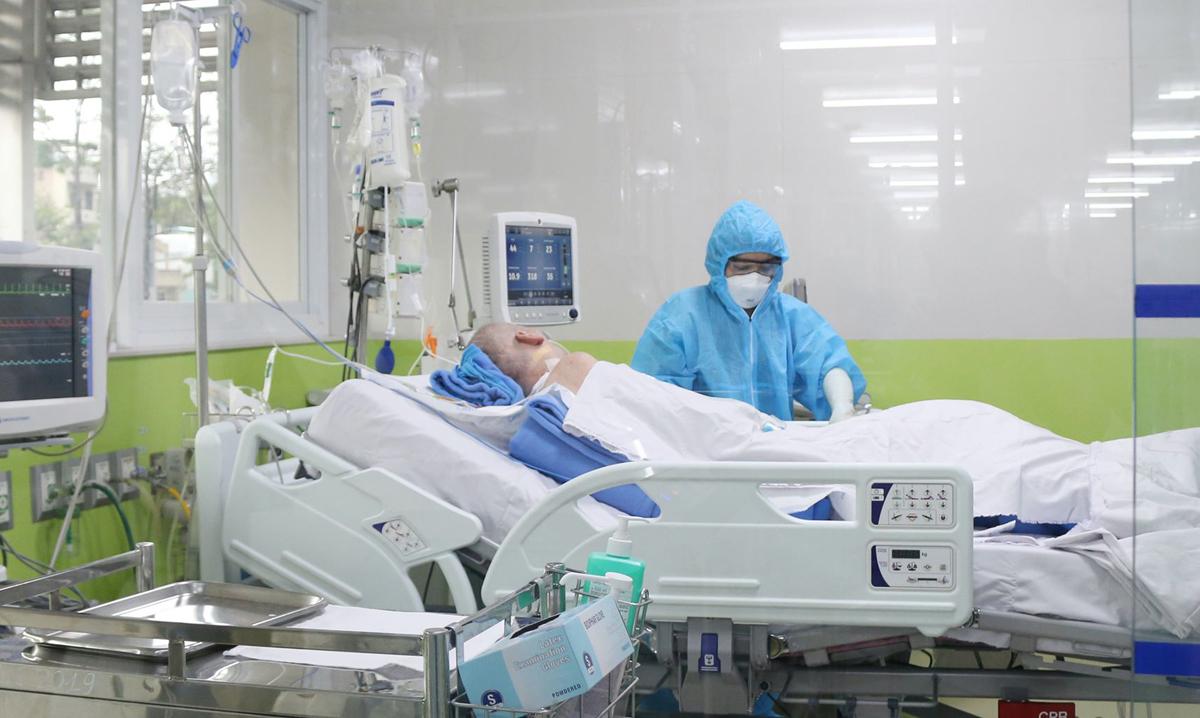 Bệnh nhân phi công tại Bệnh viện Chợ Rẫy, chiều 3/6. Ảnh do bệnh viện cung cấp.