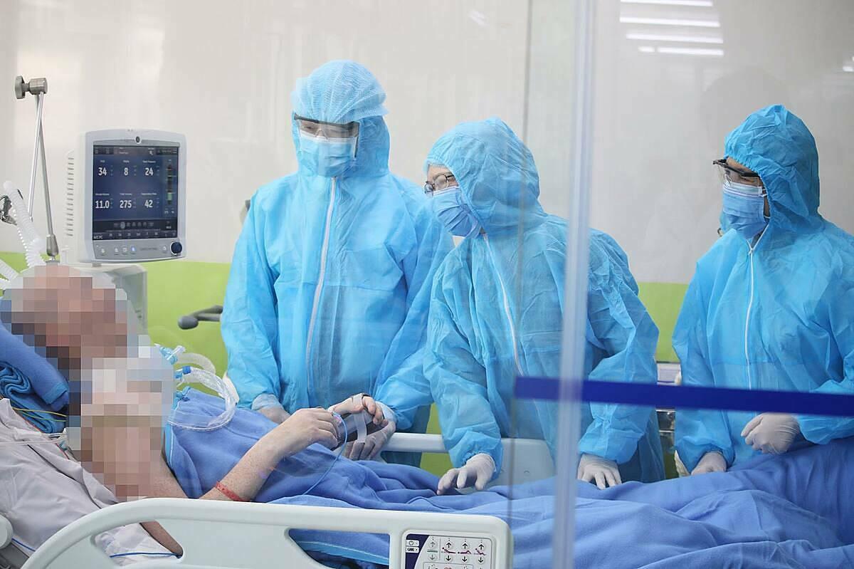 Bệnh nhân giao tiếp tốt vói các bác sĩ. Ảnh: Bệnh viện cung cấp.