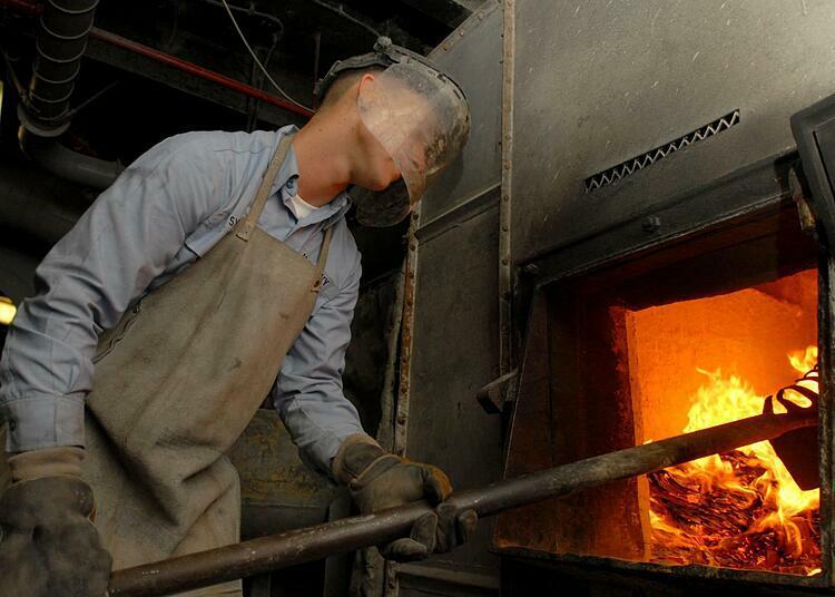 Công nhân làm việc ở hầm lò đốt nhiệt độ cao là đối tượng dễ đột quỵ nhiệt. Ảnh: Flickr