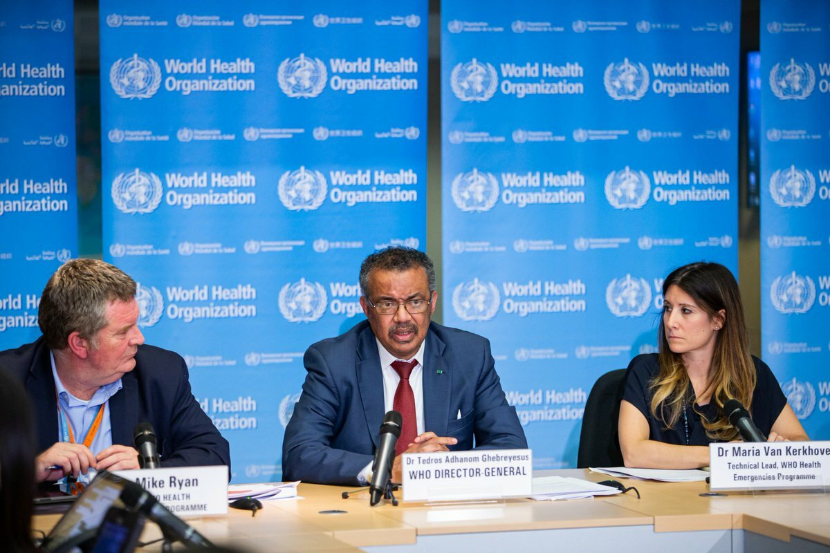 Tổng giám đốc WHO Tedros Adhanom Ghebreyesus (giữa) trong cuộc họp tại thành phố Geneva, Thuỵ Sĩ. Ảnh: WHO