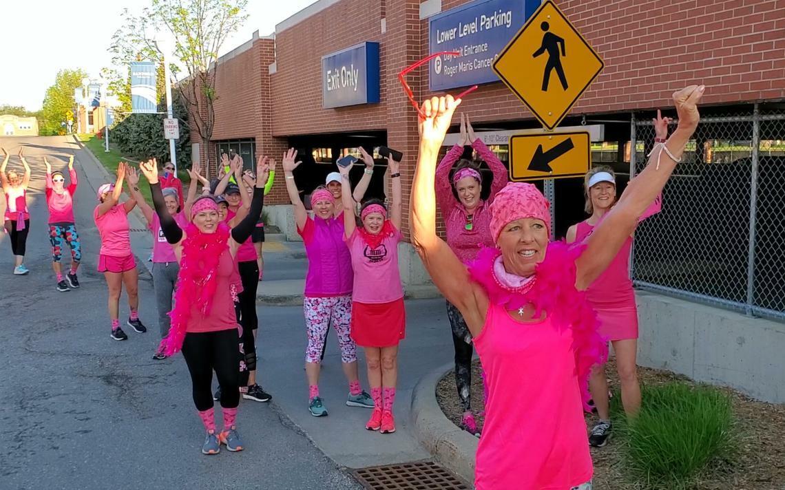Cô Kim vẫn kiên trì chạy bộ dù đang hóa trị chữa ung thư. Ảnh: Wday.
