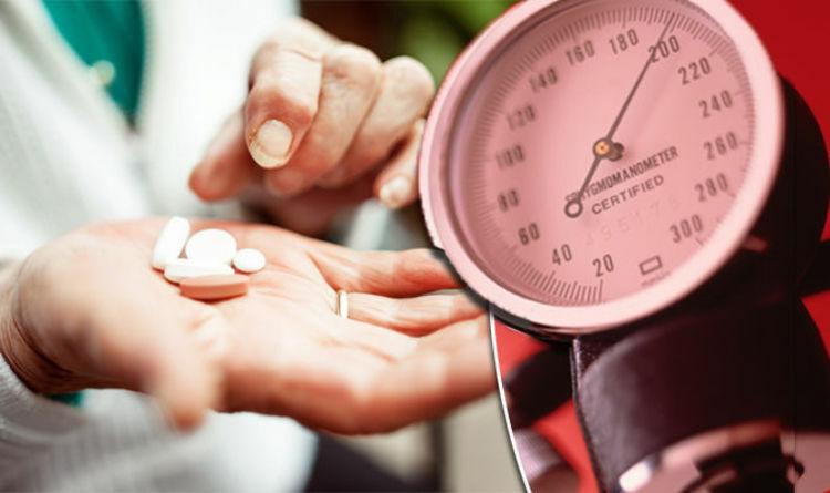 Cần đo huyết áp thường xuyên để tránh những tai biến xảy ra. Ảnh: Daily Express