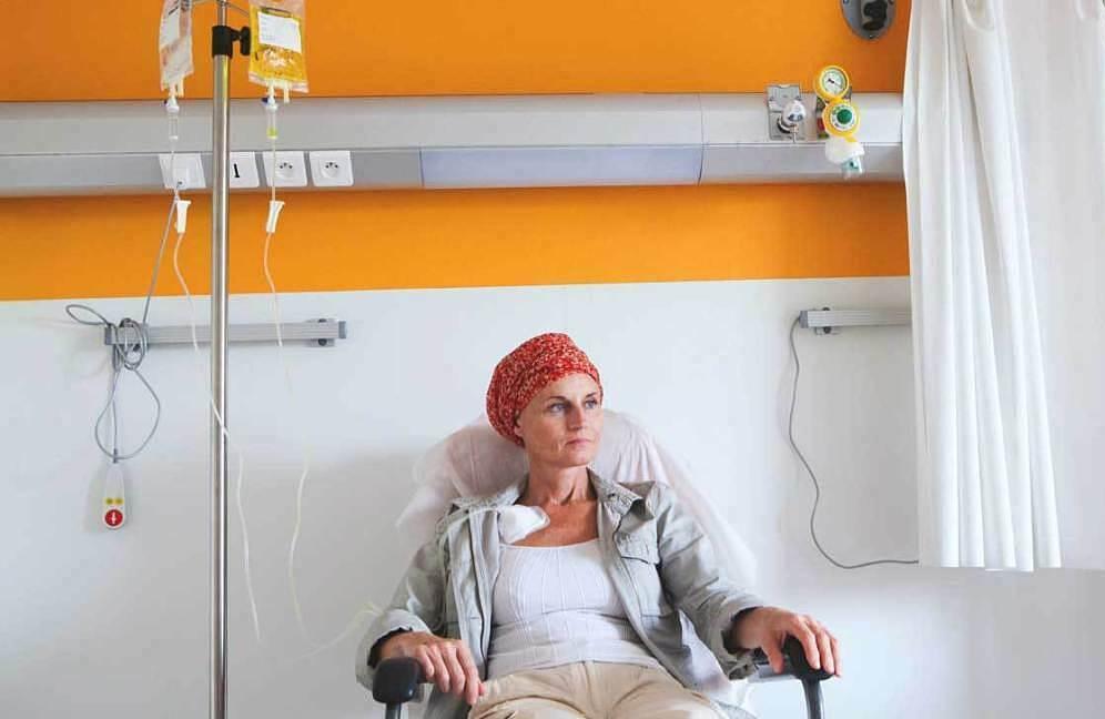 Các phương pháp hóa, xạ trị cũng là nguyên nhân gây giảm bạch cầu hạt. Ảnh: Healthline.