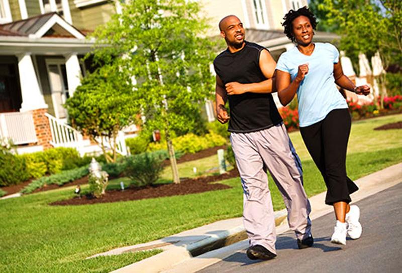 Tập thể dụcNhững người tập thể dục ít có khả năng bị ung thư ruột kết, vú hoặc tử cung. Khi vận động cơ thể bạn sử dụng nhiều năng lượng hơn, tiêu hóa thức ăn nhanh hơn và ngăn ngừa sự tích tụ của một số hormone có liên quan đến ung thư. Hoạt động tích cực cũng có thể giúp giảm bớt các vấn đề sức khỏe khác như bệnh tim hoặc tiểu đường.