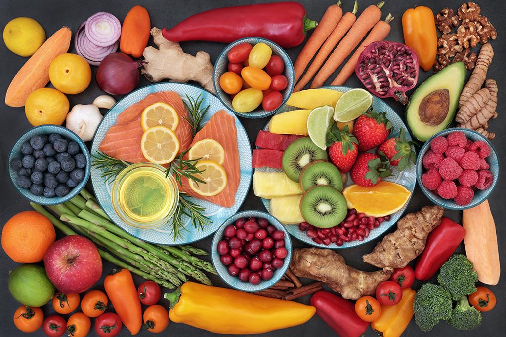 Người chạy bộ nên cung cấp đủ carbohydrate, chất béo, protein, vitamin - khoáng chất, nước cho cơ thể.