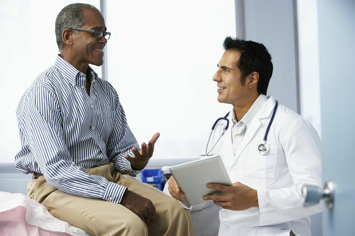 Bệnh nhân nên trao đổi với bác sĩ để tìm hiểu về tác dụng phụ và cách kiểm soát chúng.