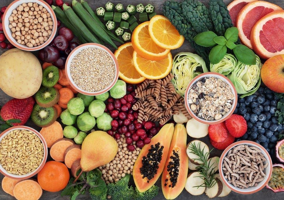 Ăn trái cây, rau củ là cách dễ dàng nhất để tăng cường chất xơ. Ảnh: Independent