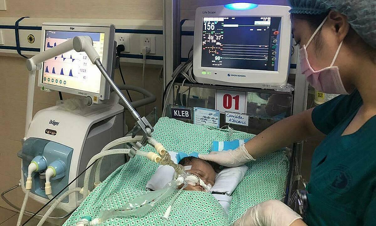Bé trai được điều trị tại Bệnh viện Đa khoa Xanh Pôn ngày 25/6. Ảnh: Bệnh viện cung cấp.