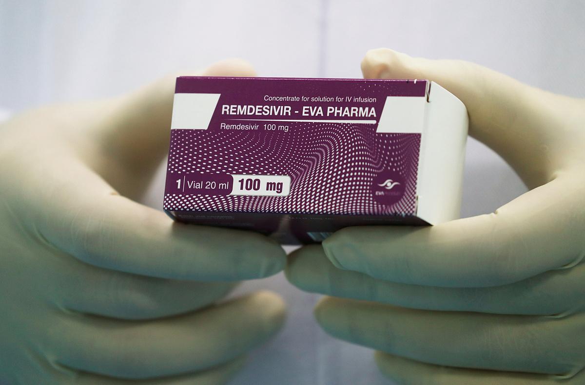 Một hộp thuốc remdesivir được phân phối đến Ai Cập, ngày 25/6. Ảnh: Reuters