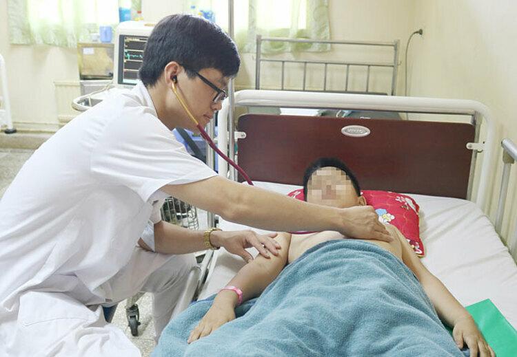 Bệnh nhi đang được theo dõi tại Đơn vị Hồi sức tích cực Nhi - Khoa Nhi. Ảnh: Bệnh viện cung cấp