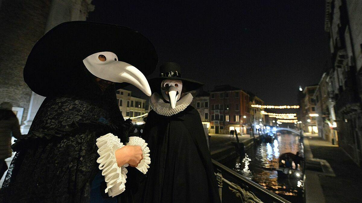 Lễ diễu hành Bác sĩ Dịch hạch hàng năm tại Italy để tưởng niệm thời kỳ Cái Chết Đen. Ảnh: AFP